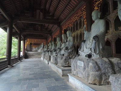 Hundreds of Buddhists statues