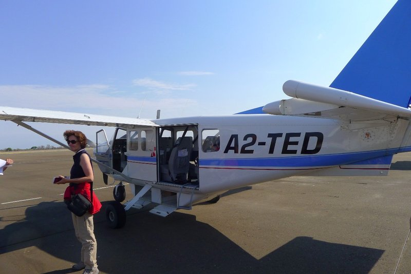 large_plane_leaving.jpg