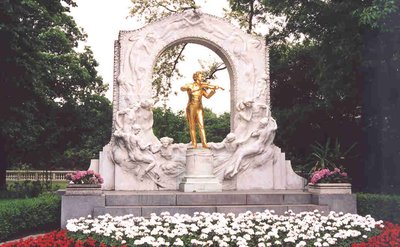Johann Strauss golden statue at Stadtpark in Vienna