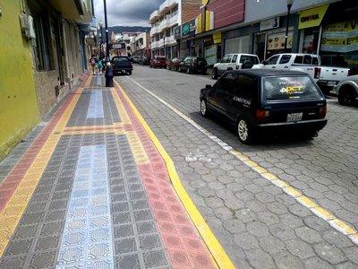 Otavalo_street_scene.jpg