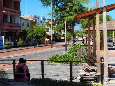 Puerto_Ayora_main_street.jpg