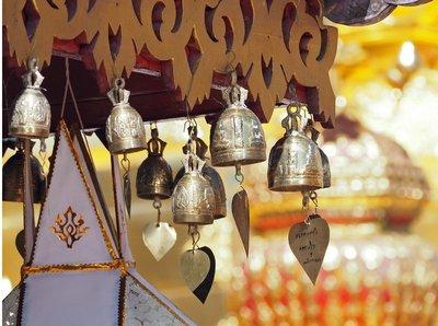 Wat_Phrath..ering_bells.jpg