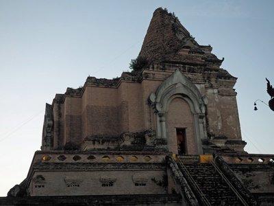 chiang_mai_ancient_temple.jpg