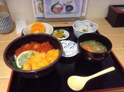 This is a Kaisen don (Uni and Ikura) teishoku (set meal) which I had at a restaurant near Nijo Fish Market in Sapporo