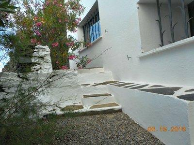 Dali_entry_patio.jpg