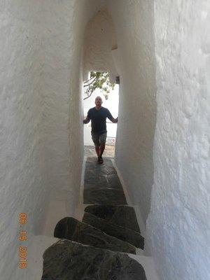 Dali_steps_hallway_g.jpg