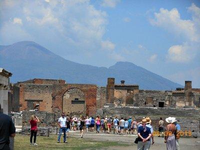 Pompei_Vesuvius.jpg