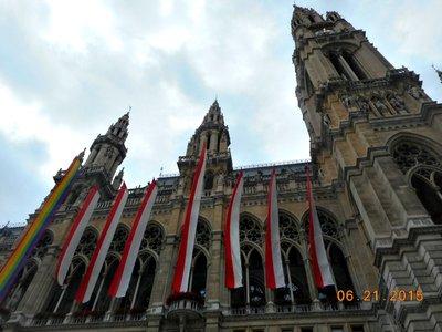 Vienna_rathausplatz_pride.jpg
