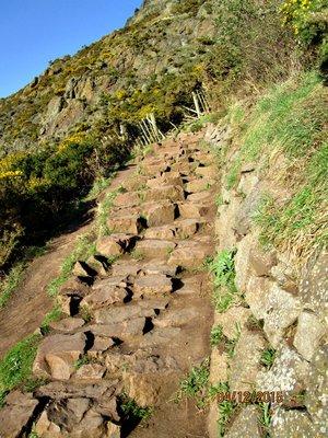 edinburgh_..t_hike_path.jpg