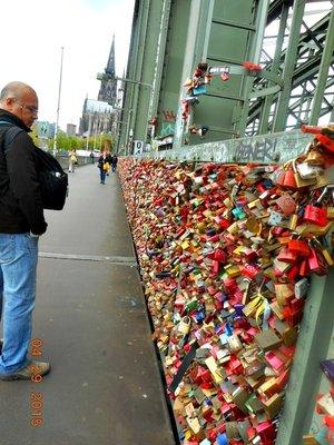 koln_bridge_locks_g.jpg