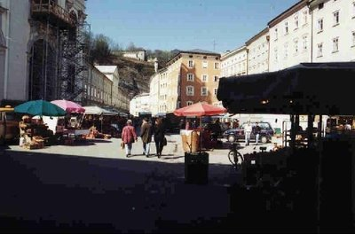 41851-The_open_air_Marketplace_Salzburg