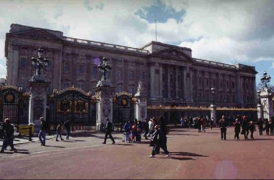 42551-Buckingham_Palace_London