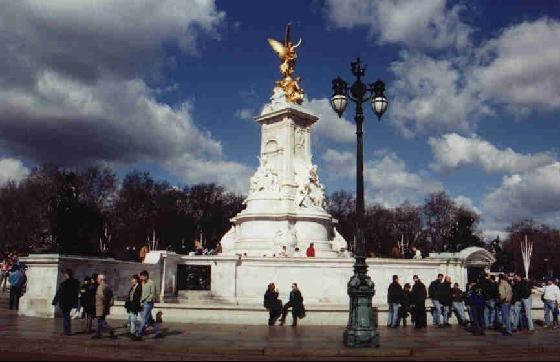 42553-Buckingham_Palace_London