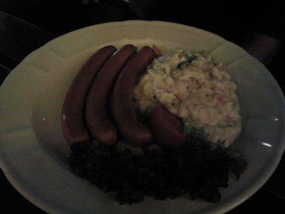 Wienerwurst und salad