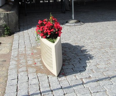Boat shaped planter