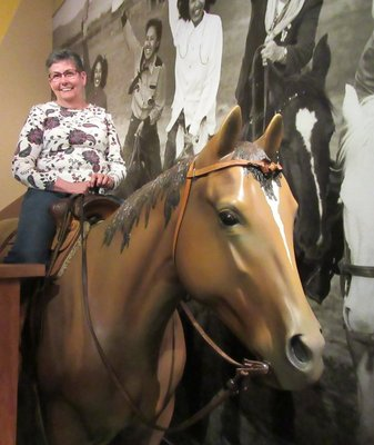 Hey, Reta found another horse
