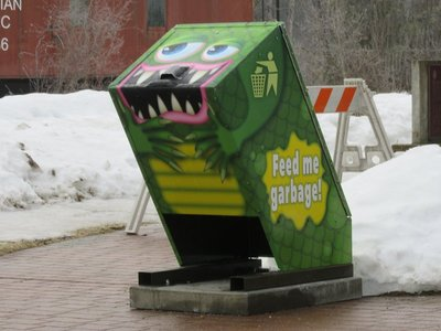 Amusing garbage can