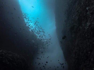 Underwater crack by Lindsay