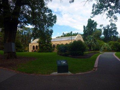 Fitzroy_Gardens.jpg
