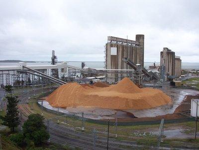 Gladstone,_Queensland,_Australia_-_Storage_Silos_on_the_Gladstone_waterfront