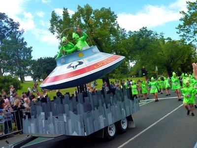 Parade_aliens.jpg