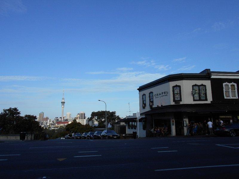 Vue sur la Sky Tower Depuis le Quartier de Ponsonby