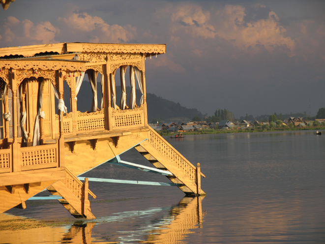Kashmir Houseboat in Srinigar