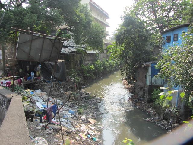 Un rivière ou un égout... je sais pas trop