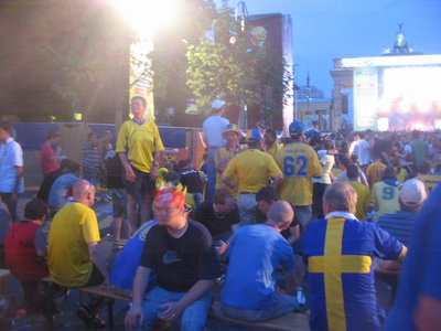 WC Berlin - Swedish fans in the Brandenberg Fanfest