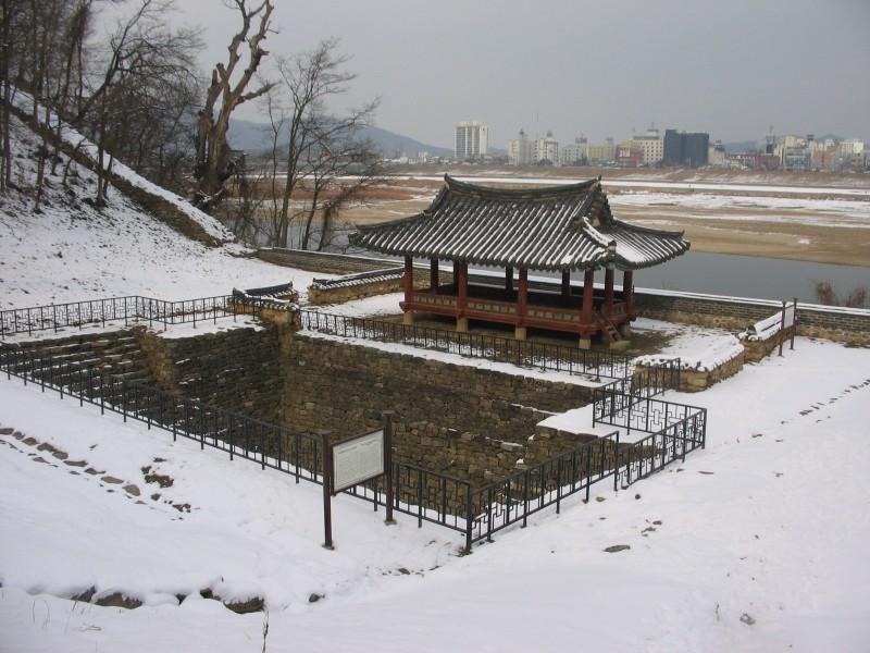 Gongju - Fortress gate post