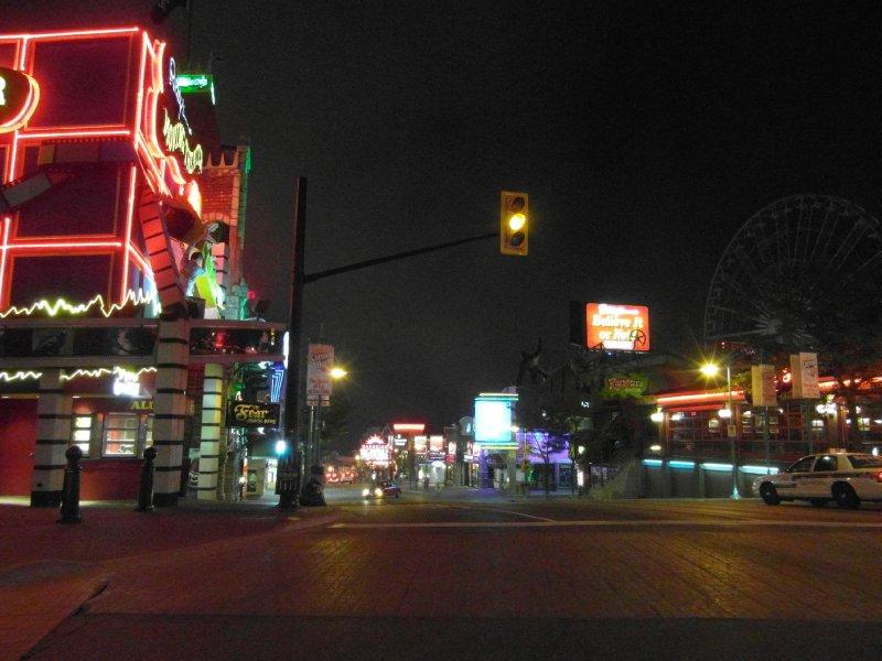 Niagara Falls (Canada) city at night
