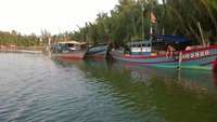 Boats_seen_on_boat_cruise.jpg