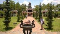Thien_Mu_Pagoda_Gardens.jpg