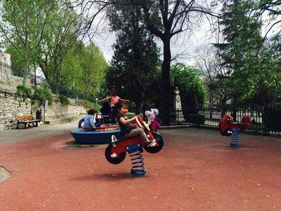 Arles_playground_5.jpg