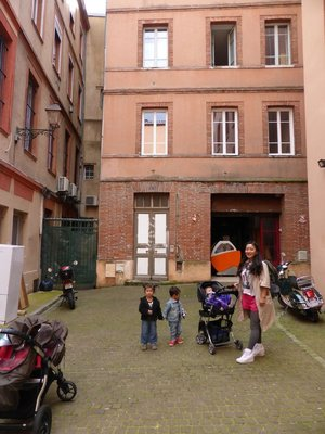 Toulouse_a..t_outside_1.jpg