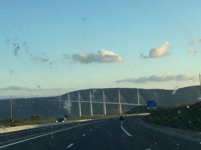 Viaduct_de_Millau_1.jpg
