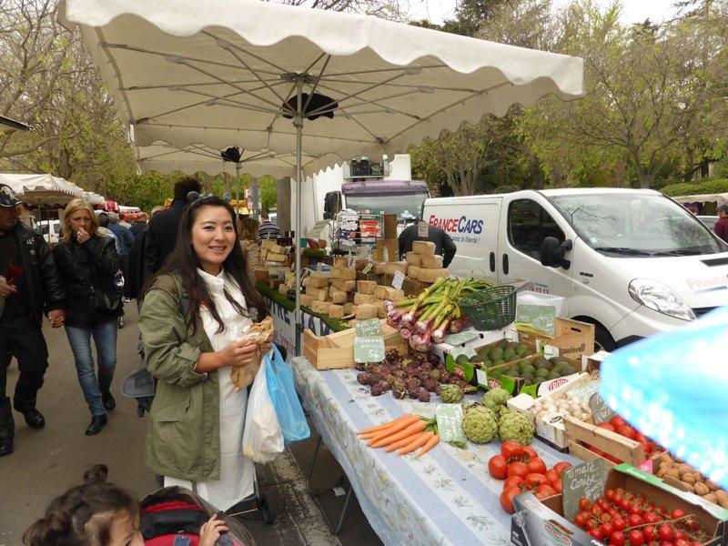 large_Arles_market_4.jpg