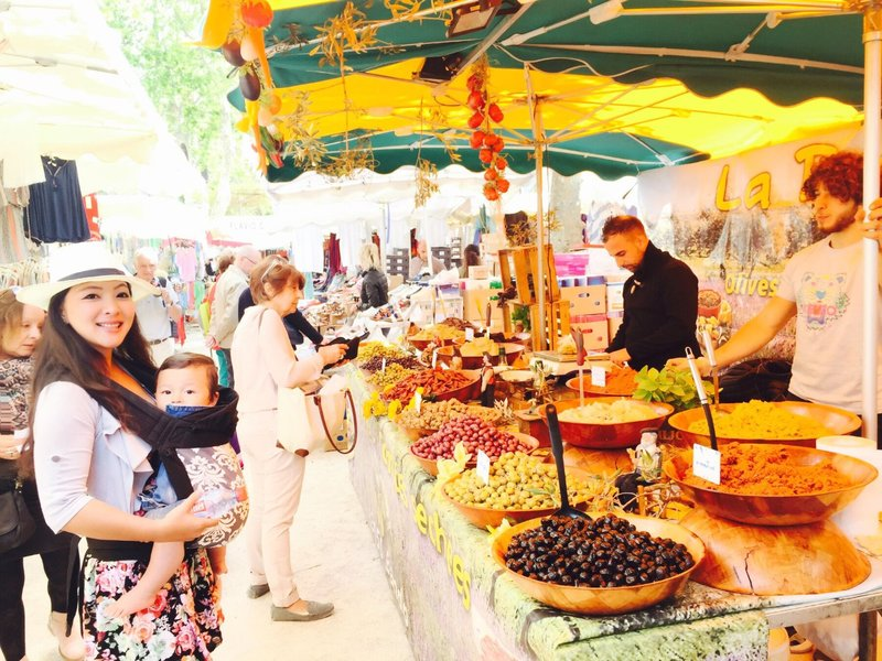 large_St__Tropez_market_3.jpg