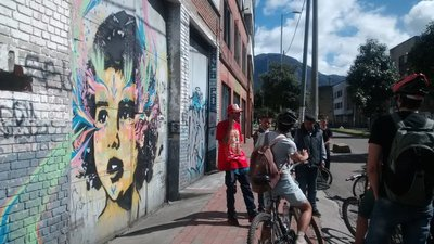 Rapping for the Bogota bike tourists