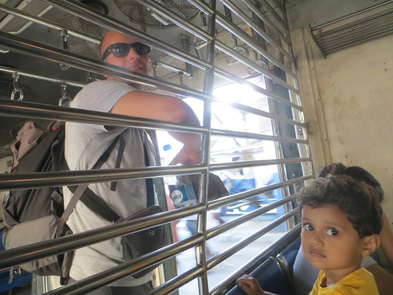 train Mumbai Inde