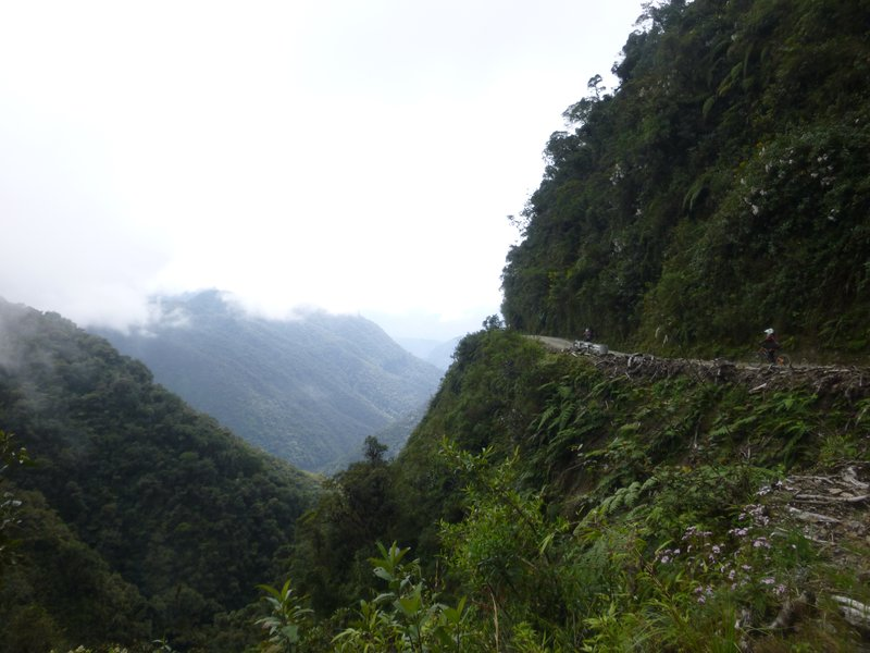 Route de la Mort, Route des Yungas ou encore route Stremnaya