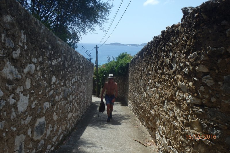 On our walk up to Èze