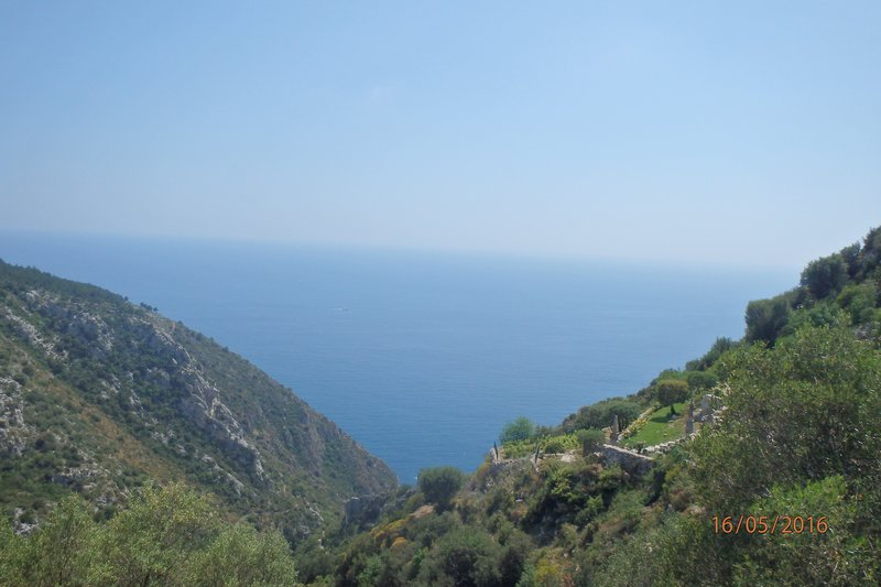 The view out to the Mediterranean on our walk up to Èze