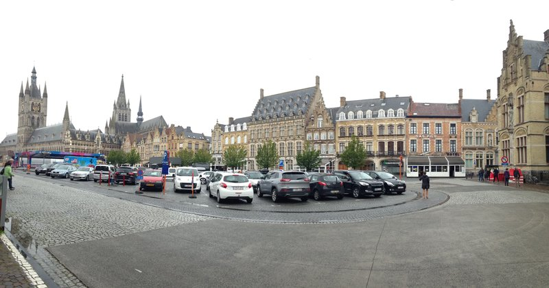 The centre of Ypres with Cloth Hall at the far left
