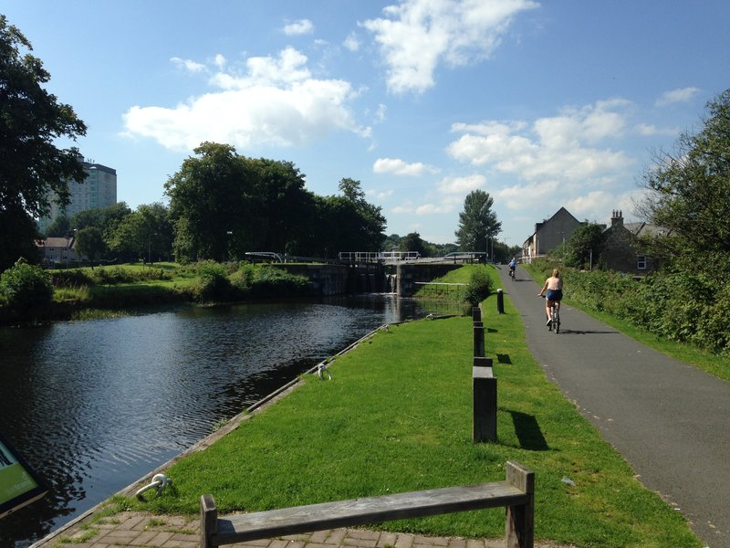 Walking the canal between the Falkirk Wheel and the Kelpies