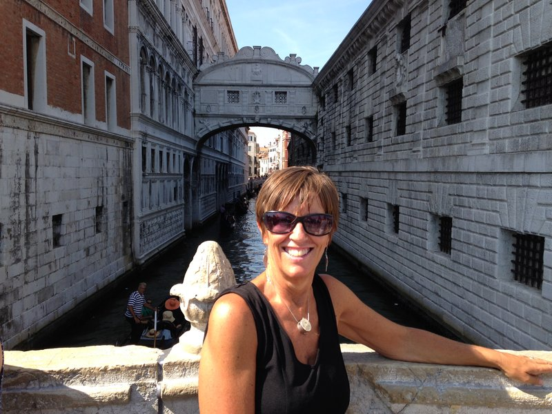 Behind Lynelle is the Bridge of Sighs - The view from this bridge was the last many conficts ever saw of Venice!