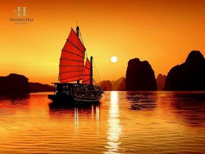 Huong Hai Halongbay cruise on sunset