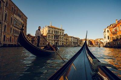 Gondola-ri..l-in-Venice.jpg