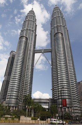 Petronas_Twin_Towers_2010_April