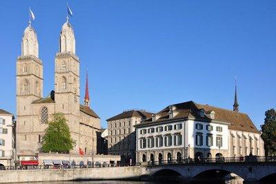Zürich_-_Grossmünster_-_Wasserkirche_IMG_1154_ShiftN